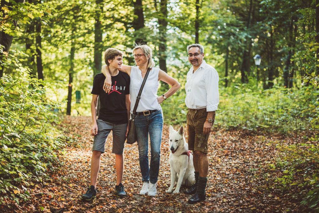Familie Pregernigg mit Schäferhündin Sina