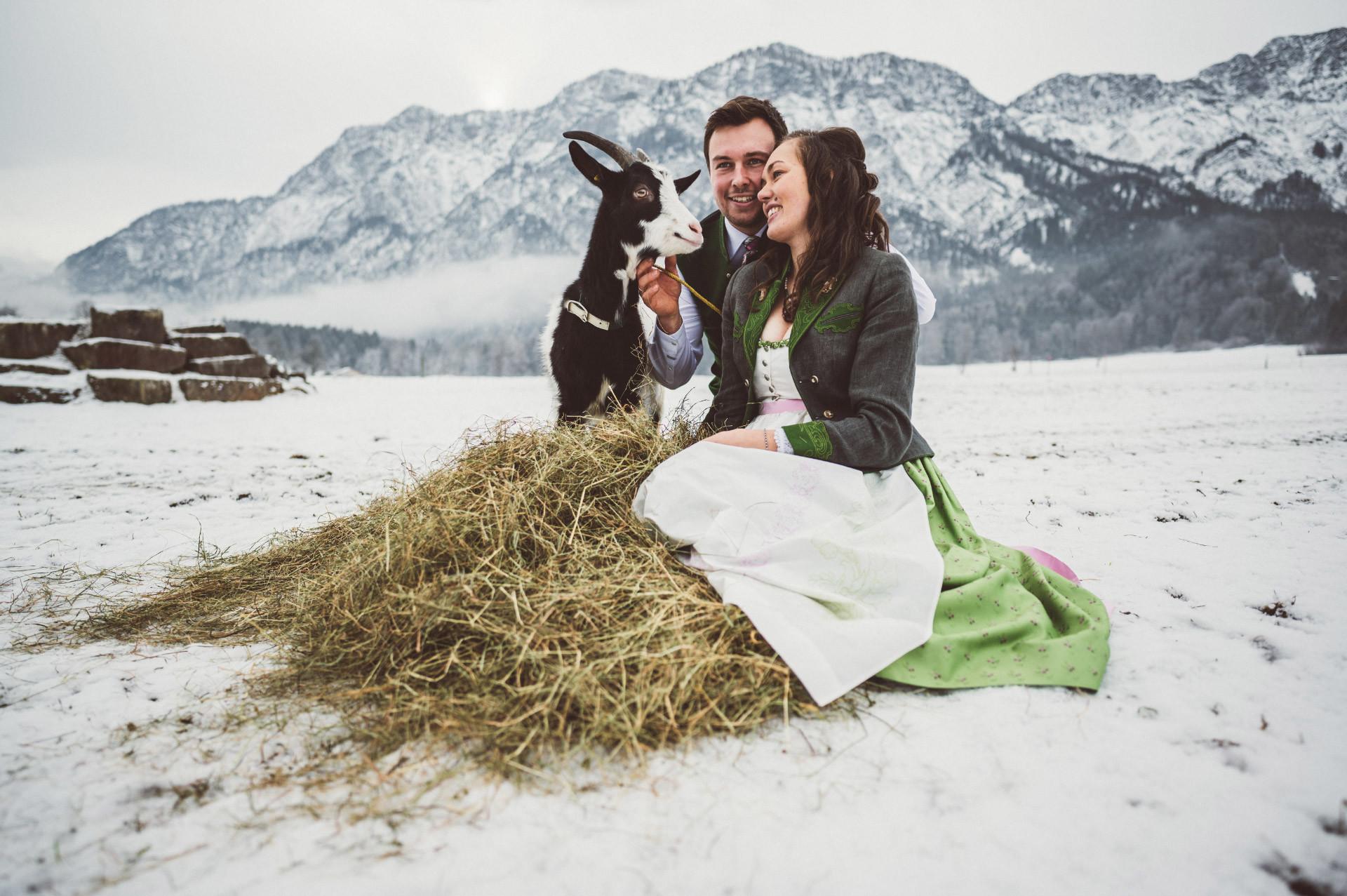 Winterhochzeit von Elisabeth und Florian in Bad Goisern